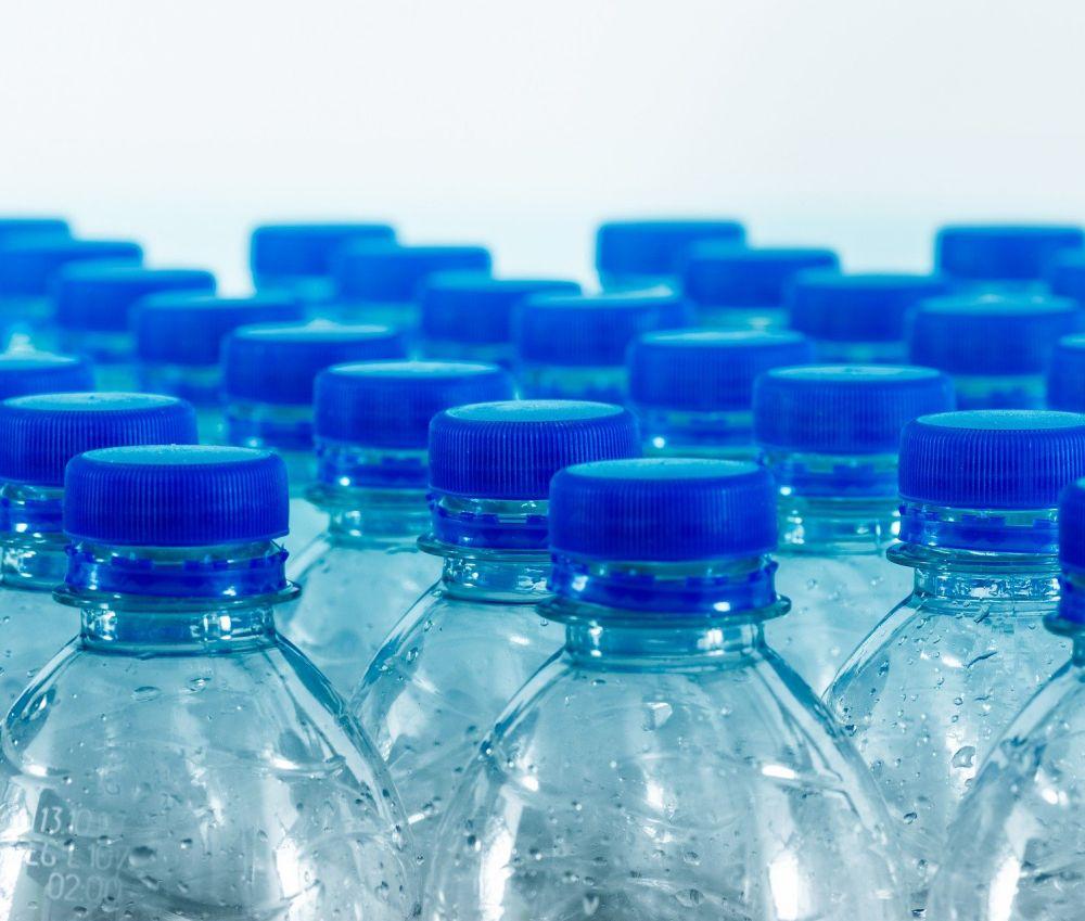 """Museu de les Terres de l´Ebre : agenda : Videoconferència """"Stop plàstics. Continues comprant garrafes d'aigua?"""". Dia Mundial del Medi Ambient"""