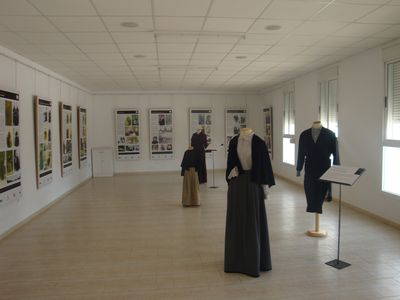 """Museu de les Terres de l´Ebre : SAM : Exposición """"El vestit tradicional a la comarca del Montsià"""""""